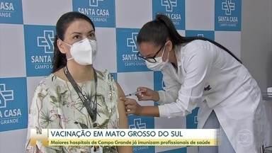 Mato Grosso do Sul já vacina grupo prioritário: capital conta com mais de 26 mil doses - Dourados vai receber 30 mil doses. Cidade tem a maior reserva indígena urbana do país .