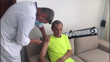 Ídolo do Botafogo, Manga é vacinado contra a covid-19 - Ídolo do Botafogo, Manga é vacinado contra a covid-19