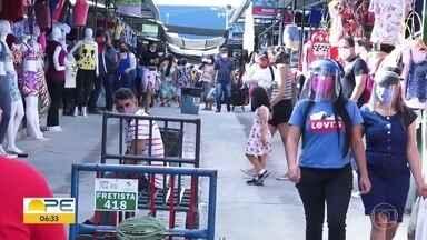 Feirantes e clientes estão preocupados com avanço da Covid-19, no Agreste - Comerciantes temem uma nova paralisação das atividades.