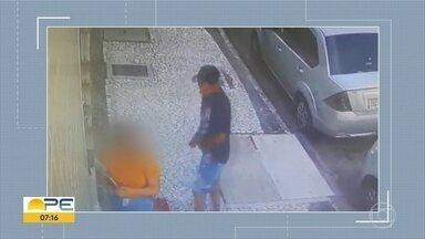 Assaltos são registrados em ruas movimentadas do Recife - Criminosos chegam de repente e levam bolsas, joias, entre outros.