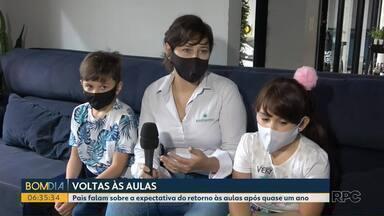 Pais e crianças falam da expectativa para a volta às aulas - Depois de um ano em casa, muitos estão animados com o retorno as salas de aula, mas preocupados com os cuidados para evitar a contaminação.