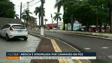 Médica é atropelada por caminhão em Foz do Iguaçu - O acidente foi na Av. Paraná. Ela estava na calçada.