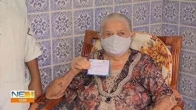 Idosos são vacinados contra Covid-19 no Grande Recife - Seguindo orientação do estado, são imunizados aqueles que tem 85 anos ou mais.