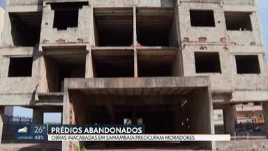 Prédios abandonados preocupam moradores de Samambaia - Obras inacabadas servem de abrigo para usuários de droga e foco do mosquito da dengue.