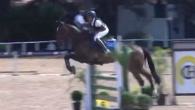 Jovem de Suzano conquista medalha de bronze em torneio de hipismo - Pedro Ramos, o Pedrinho, está montando o cavalo Theron Tok.