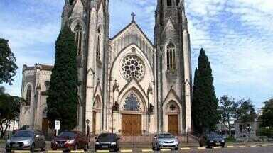 Convento em Botucatu é atingido por surto de Covid-19 - Depois de ter as missas suspensas na catedral porque três padres testaram positivo para a Covid-19, agora um convento de Botucatu tem um surto da doença.