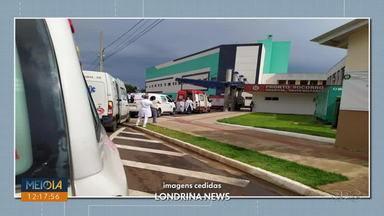 Fila de ambulâncias é registrado no HU, em Londrina - Hospital Universitário de Londrina é referência no atendimento da COVID-19.