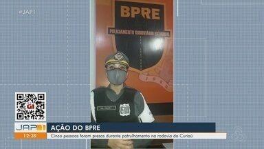 Cinco pessoas são presas pelo BPRE durante patrulhamento na Rodovia do Curiaú - Cinco pessoas são presas pelo BPRE durante patrulhamento na Rodovia do Curiaú