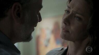 Joyce se enfurece com mensagem de Irene - Eugênio tranquiliza a esposa. Ruy decide acertar as contas com Irene