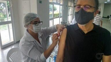 Prefeitura de Marília começa imunizar profissionais de saúde com vacina de Oxford - Em Marília, a Secretaria Municipal de Saúde está começando neste sábado (30) a vacinar os profissionais da saúde na rede privada com o imunizante da Oxford.