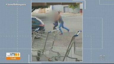 Homem que aparece em vídeo agredindo mulher é solto pela Justiça, em Goiânia - Juiz dispensou pagamento de fiança.