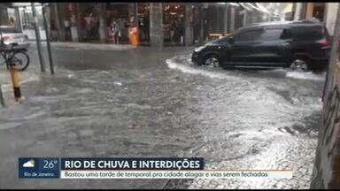 Chuva alaga ruas, derruba árvores e fecha a Av. Niemeyer - Rio ficou um mês sem chuva generalizada. Temporal veio e afastou o calorão.
