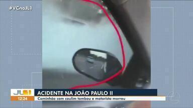 Caminhão carregado com caulim tomba e uma pessoa morre no acidente em Belém - Caminhão carregado com caulim tomba e uma pessoa morre no acidente em Belém