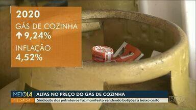 Sindicato dos petroleiros faz manifesto vendendo botijões a baixo custo - Gás de cozinha é um dois itens que mais pesam no orçamento familiar.