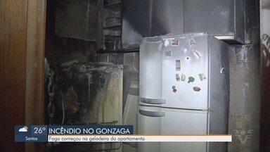 Apartamento pega fogo em Santos - Incêndio teria começado na geladeira do apartamento. Ninguém ficou ferido.