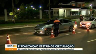 Ruas de Manaus têm movimento intenso mesmo com toque de recolher - Ruas de Manaus têm movimento intenso mesmo com toque de recolher