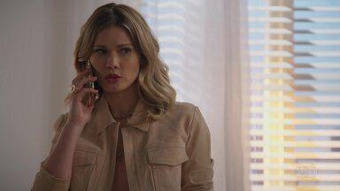 Jéssica consegue informações sobre Carmela - A ex-noiva de Felipe ajuda Henrique a conseguir um novo emprego e ele fala mal de Carmela