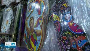 Proprietários de lojas que vendem artigos de carnaval sentem impacto nas vendas - Este ano a festa não será realizada por conta da pandemia do novo coronavírus