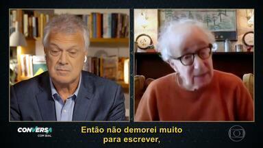 Woody Allen fala de seu processo de escrita de sua autobiografia, lançada em 2020 - Diretor conta que não gosta de viver no passado, mas se permitiu relembrar tempos antigos de sua vida para produzir o livro