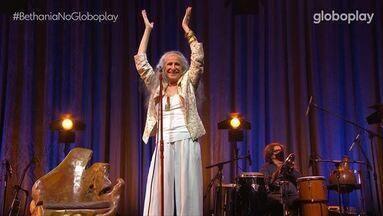 """Maria Bethânia - Live - 13/02/2021 - Pelas mãos dos orixás, a cantora Maria Bethânia comemora os 56 anos de carreira numa live histórica. Sucessos eternos, """"Negue"""" e """"Olhos nos olhos"""", e músicas inéditas numa voz sagrada."""