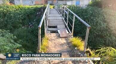 Piso de ponte cede e moradores improvisam com tábuas em Campinas - Moradores do Jardim Satélite Íris se arriscam na travessia. Segundo relatam, uma criança caiu em um dos buracos recentemente.