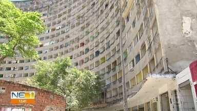 Após quase dois anos de interdição, moradores lutam para evitar esquecimento do Holiday - Ícone da arquitetura moderna do Recife tem sido alvo de vandalismo constante.