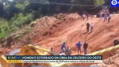 Homem é soterrado em obra em Cruzeiro do Oeste - O Corpo de Bombeiros levou cerca de 1h30 para retirar a vítima do local.