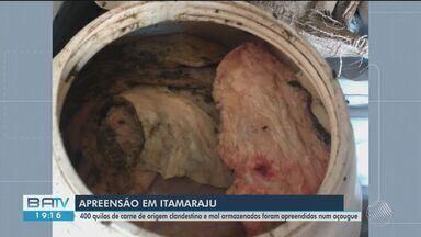 Quatrocentos quilos de carne clandestina são apreendidos em município no sul da Bahia - Vigilância sanitária recebeu uma denúncia anônima sobre um açougue em Itamaraju e agente foram até o local, onde encontraram a mercadoria ilegal.