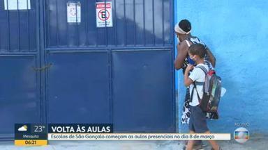 Escolas municipais de São Gonçalo voltam a funcionar na semana que vem - As aulas presenciais, no entanto, só serão retomadas no dia 8 e com horários reduzidos. No Rio, 82 unidades vão reabrir na próxima quarta-feira (3).