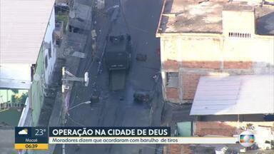 Polícia faz operação na Cidade de Deus - Moradores da região dizem que acordaram com barulho de muitos tiros.
