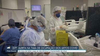 Aumento de internações por Covid-19 pode ocasionar falta de leitos em hospitais - Existe risco de faltarem vagas se a transmissão do vírus não diminuir.