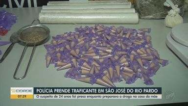 Homem é preso com 179 pinos de cocaína e mais de 2kg de maconha em São José do Rio Pardo - Segundo a Polícia Civil, suspeito de 24 anos foi preso enquanto preparava a droga na casa da mãe.
