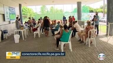 Recife começa a vacinar contra Covid trabalhadores da saúde a partir de 50 anos - Profissionais precisam apresentar documentação que comprovem que trabalham na capital.