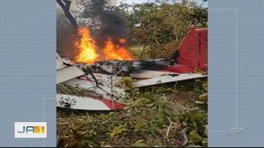 Duas pessoas morrem em queda de avião em Goiás - Avião saiu do Mato Grosso e vinha para Goiânia.