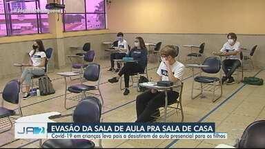Covid-19 em crianças leva pais a desistirem de aula presencial para os filhos, em Goiás - Estado já registrou mais de 11 mil casos em crianças.