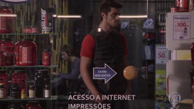 Cobra vê Dandara e Gael namorando e provoca João - Cobra fala para o nerd ir embora