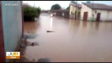 Temporal deixou ruas de vários bairros debaixo d'água, em Marabá - Temporal deixou ruas de vários bairros debaixo d'água, em Marabá