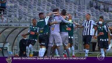 Disputa saudável no gol e polêmica na torcida: Rafael x Everson - Disputa saudável no gol e polêmica na torcida: Rafael x Everson