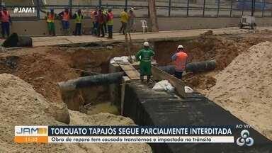 Em Manaus, Torquato Tapajós segue parcialmente interditada - Obra de reparo tem causado transtornos e impactado no trânsito.