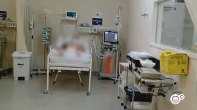 Hospitais públicos da região de Sorocaba estão com limite de taxa de ocupação - A taxa de ocupação de leitos chegou ao limite nos hospitais públicos da região de Sorocaba (SP). Um menino de três anos, que estava com Covid-19, morreu enquanto aguardava uma transferência.