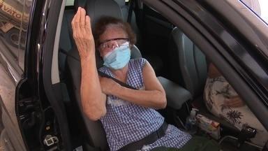 Vacina para idosos a partir de 71 anos acaba e vacinação é suspensa - Vacina para idosos a partir de 71 anos acaba e vacinação é suspensa
