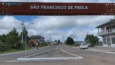 São Francisco de Paula tem o primeiro dia com medidas mais restritivas - Hospital do município está com 41 leitos de enfermaria ocupados, enquanto seis pacientes estão intubados aguardando por um leito de UTI.