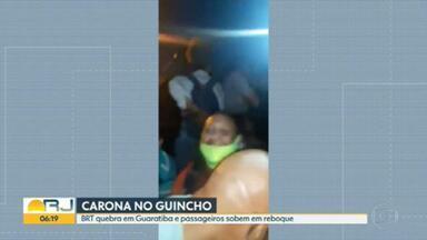 Ônibus do BRT quebra em Guaratiba e passageiros pegam carona em guincho - Depois que um ônibus articulado quebrou em Guaratiba, teve passageiro se arriscando e pegando carona num guincho.