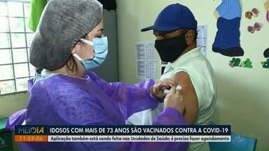 Idosos com mais de 73 anos são vacinados contra a Covid-19 nos postos de saúde - Aplicação também está sendo feita nas Unidades de Saúde.