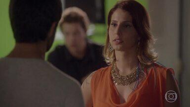BB avisa Cobra que retirou a queixa na delegacia - Lucrécia fala que não quer Jade conversando com o lutador
