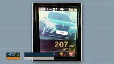 Carro é flagrado a 207 km/h na PR-486 em Cascavel - O registro foi feita Polícia Rodoviária Estadual.