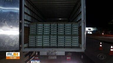 BPRv apreende 2,5 mil bandejas de ovos sem nota fiscal em Arapiraca, AL - Carga foi encontrada em um caminhão durante uma abordagem na AL-115; motoristas dirigiam de Pernambuco. Carga apreendida é avaliada em R$ 28 mil.