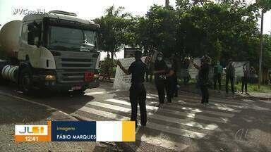 Comerciantes protestam contra lockdown em Parauapebas - Comerciantes protestam contra lockdown em Parauapebas
