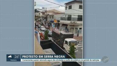 Veja imagens de carreata feita por comerciantes contra restrições em Serra Negra - Grupo de trabalhadores protestou pela abertura do comércio na cidade durante a fase mais restritiva da pandemia.