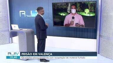 Homem é preso e três adolescentes são apreendidos em Valença - Eles foram localizados durante uma operação da Polícia Civil realizada em diversos bairros; suspeitos de cometer os furtos são procurados.